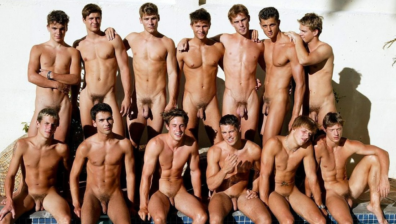 13 Guys Naked at the Pool | Gallery Of Men