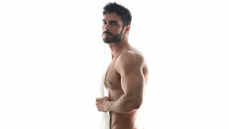 Shirtless Hunk