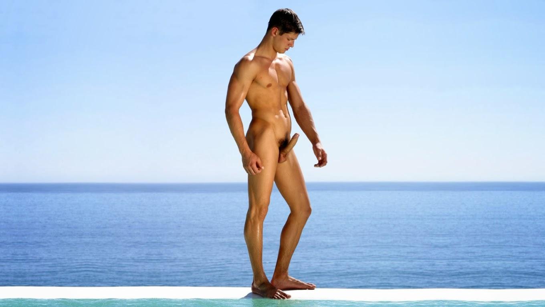 Трахаются пляже требуется голые парни русские изменяют