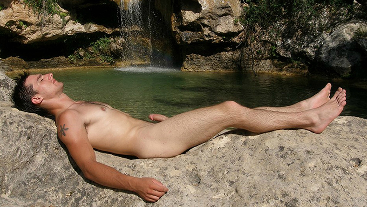 Young nudist men — photo 11