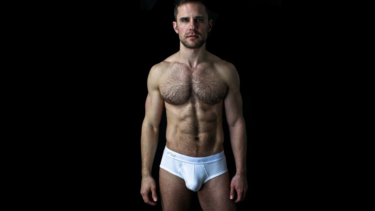 Fit Hunk in White 2(x)ist Briefs