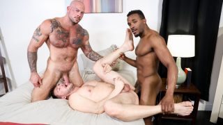 Sharing Big Cock - Sean Duran, Hans Berlin & Pheonix Fellington