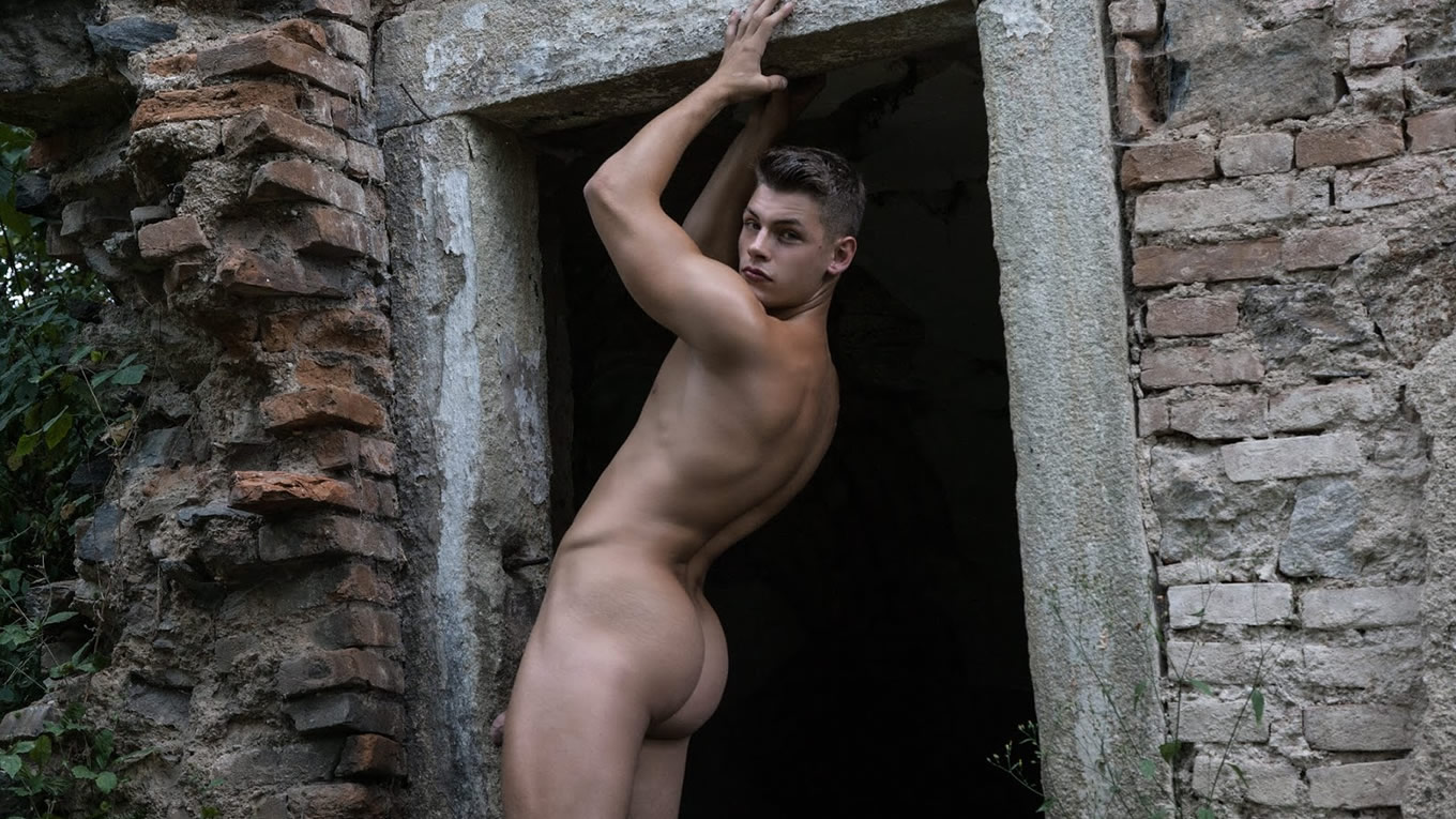 Naked Young Guy with a Nice Bubble Butt