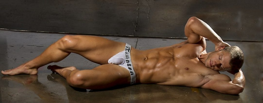 Muscular Hunk in White Timoteo Briefs